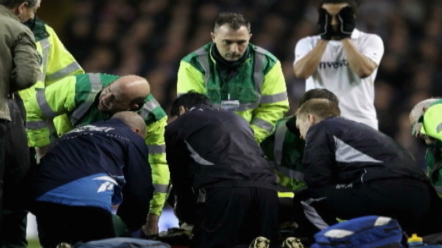 Muamba collapses; reaction from stadium