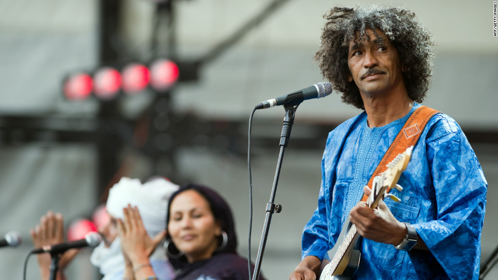 Playing for Change asked Tinariwen, a band of Tuareg musicians from West Africa, to play a groove in the key of G. It then added more musicians from across the world to the song, creating a blues-based global jam entitled Groove in G.