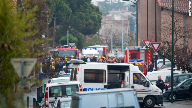 Police surround Toulouse suspect