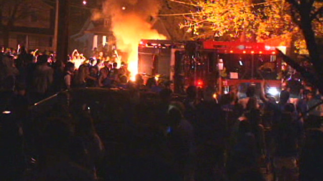 Fans set fires after Kentucky hoops win