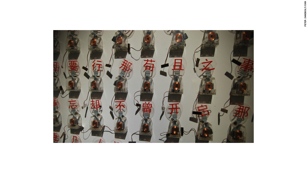 A kinetic artwork of moving Chinese characters recounts a news story.