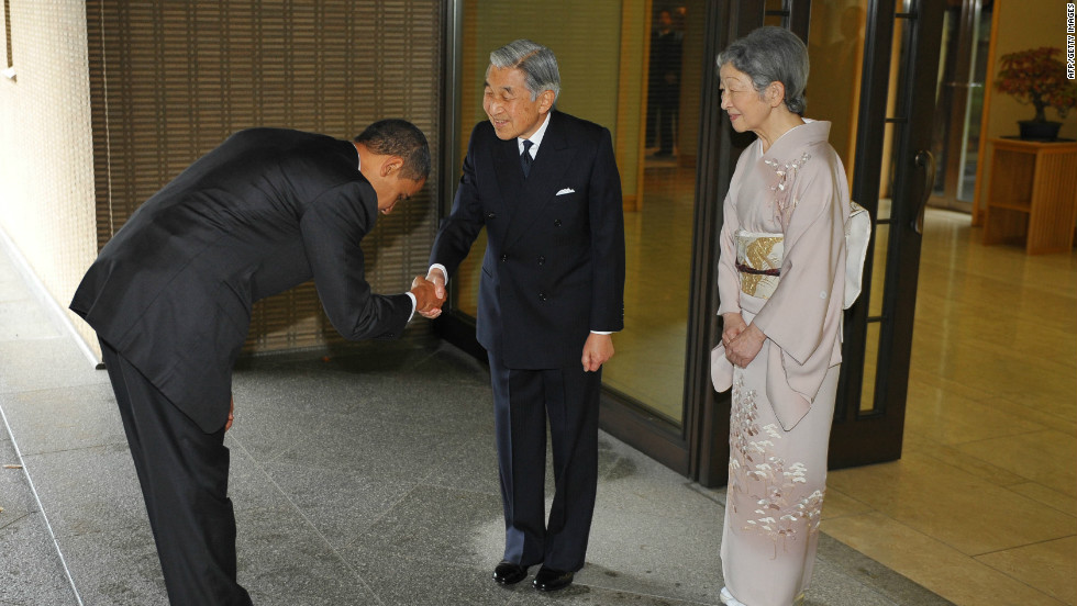 "Obama drew heavy criticism from conservative U.S. commentators for ""grovelling"" to a foreign leader when he greeted Japanese Emperor Akihito with a bow on a visit to Tokyo in 2009."