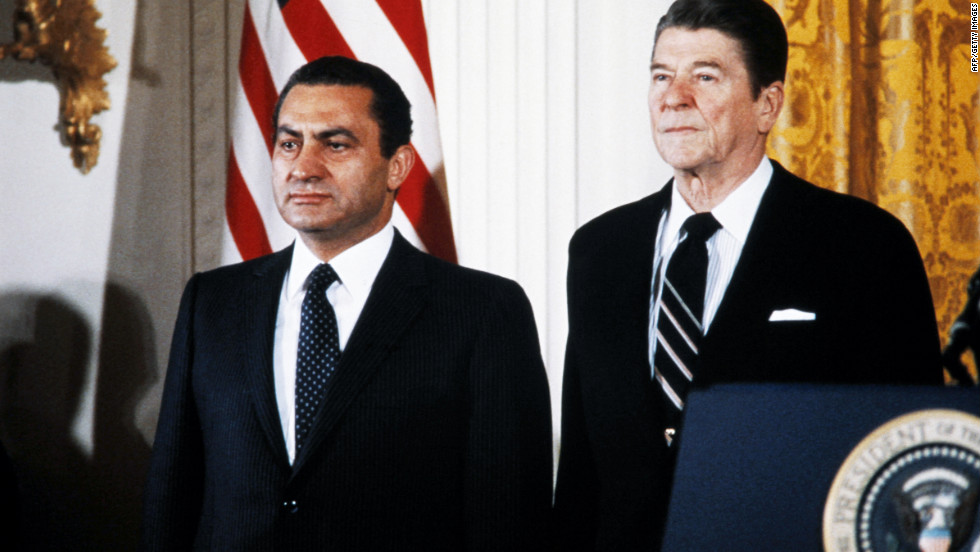 Mubarak poses with U.S. President Ronald Reagan at the White House in 1982.