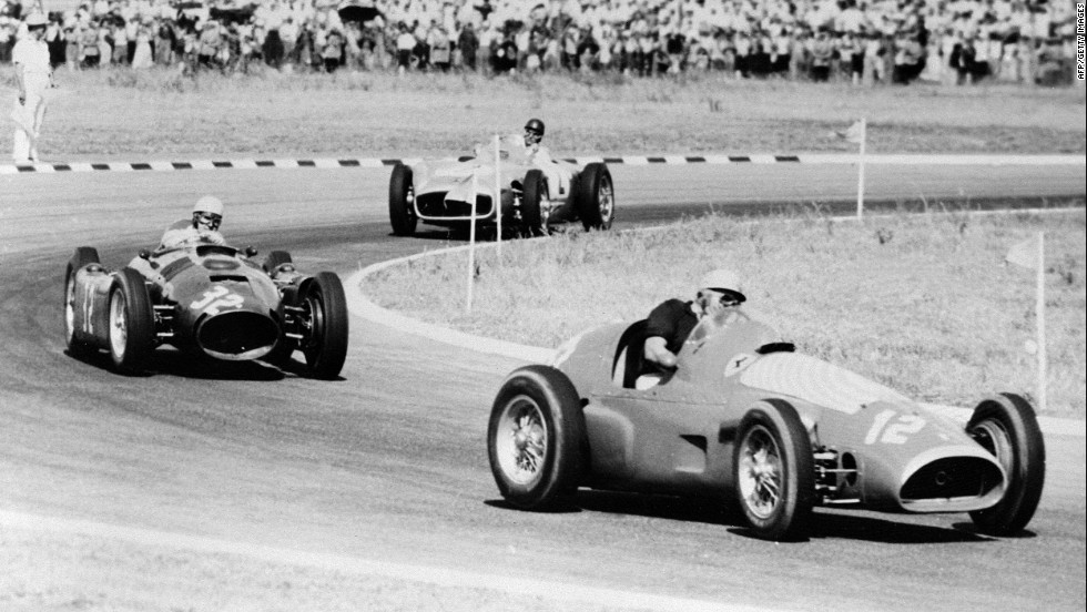 Fangio, pictured in second place, races the original Silver Arrow at the Buenos Aires track in 1955. The Argentine didn't disappoint his home crowd, later taking the title.