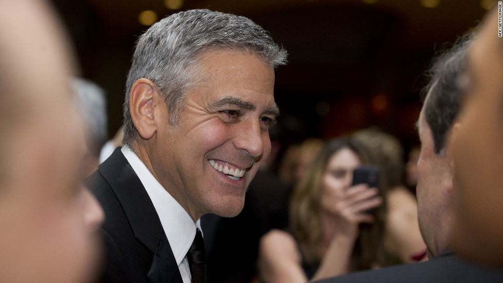 Actor George Clooney chats with guests at the correspondents' dinner.