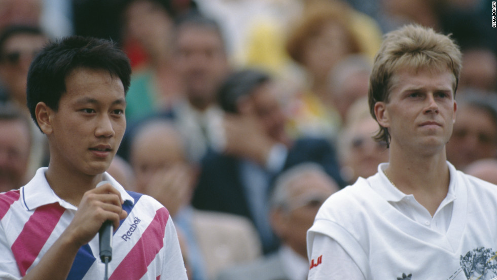 Michael Chang and Stefan Edberg contested a five-set final of the French Open at Roland Garros in 1989.