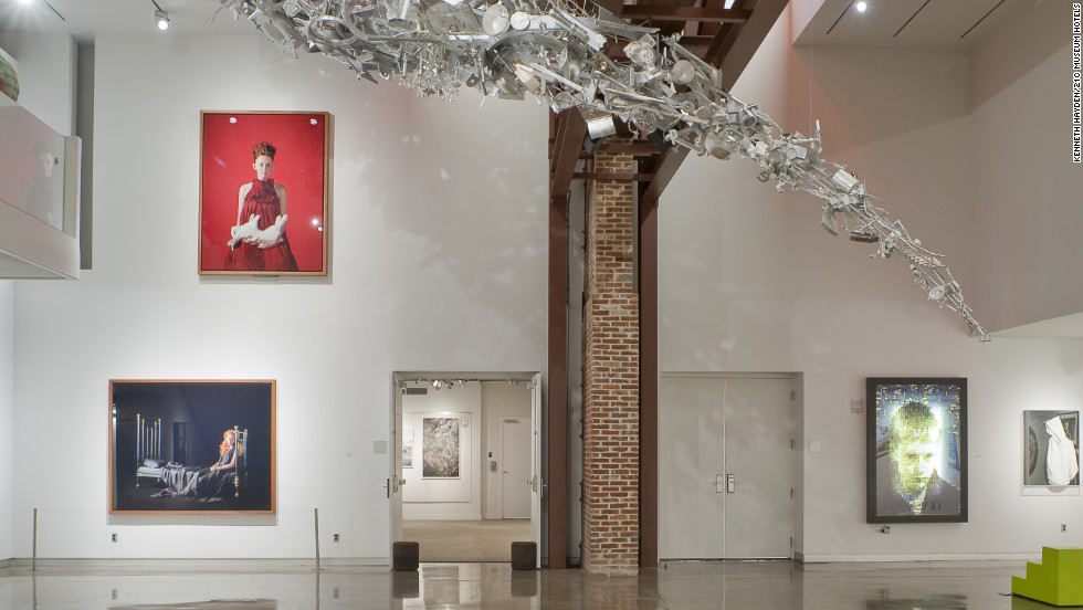 The 21c Museum Hotel displays 21st-century work by established and emerging artists. The facility includes extensive exhibition space, a 90-room boutique hotel and an adjacent restaurant, Proof on Main.