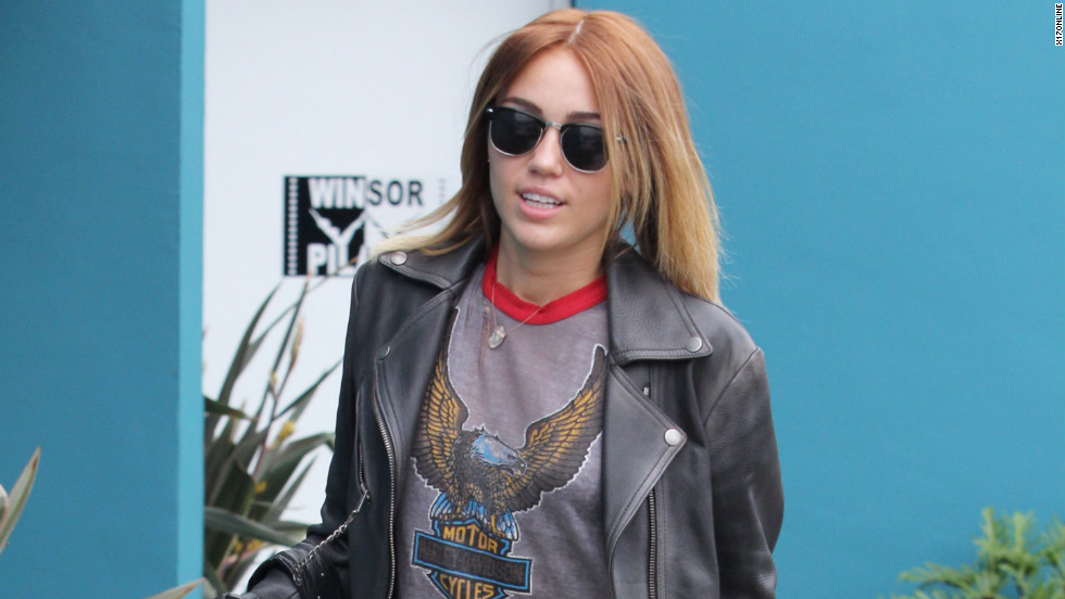 Miley Cyrus leaves pilates.