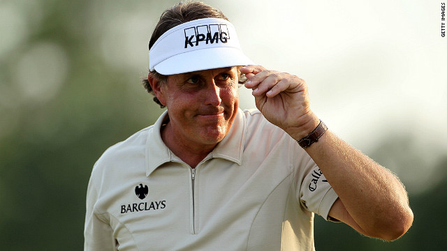 Four-time major winner Phil Mickelson will take his place in golf's Hall of Fame at a ceremony on Monday