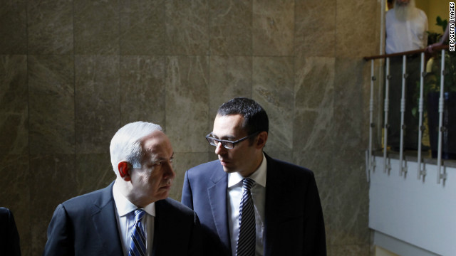 Israeli PM Benjamin Netanyahu (L) listens to Cabinet Secretary Zvi Hauzer before a weekly cabinet meeting, Jerusalem, May 7.