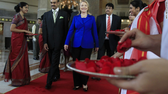 US Secretary of State Hillary Clinton (C) leaves the Taj Hotel in Kolkata on May 7, 2012.