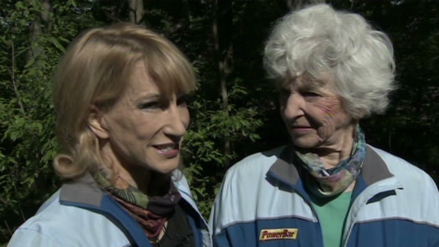 82-year-old hiking Everest on Mom's Day