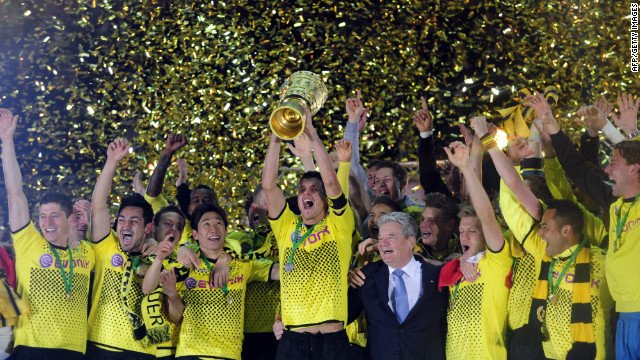 Borussia Dortmund beat Bayern Munich in front of more than 75,000 fans at Berlin's Olympic stadium