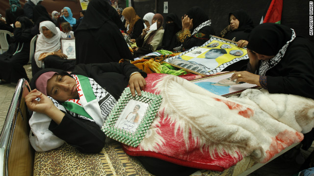 Palestinian hunger strikers make deal