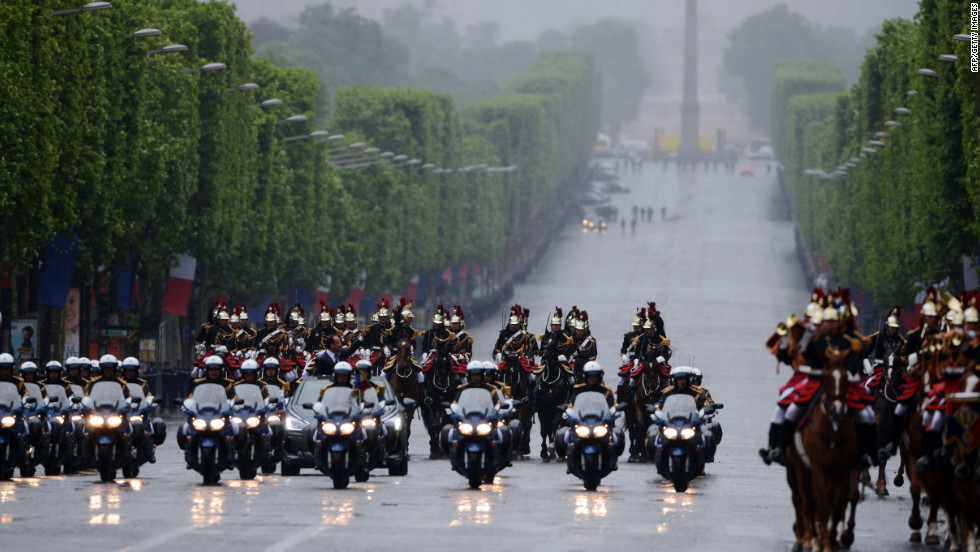 Hollande parades down the Avenue des Champs-Élysées flanked by the Republican Guard.