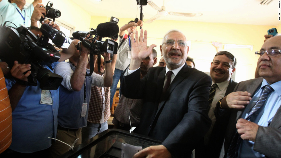 Presidential candidate Abdelmonen Abol Fotoh, a moderate Islamist, casts his ballot Wednesday in Cairo.
