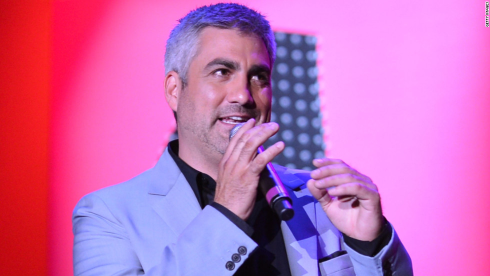 "Taylor Hicks' blues-meets-rock style earned him a following that led to his win on season 5, beating favorite (and now actress) Katharine McPhee. His self-titled debut album was certified platinum, and his single ""Do I Make You Proud"" debuted at No. 1 on Billboard's Hot 100 Singles. Hicks released ""The Distance"" in 2008 on his independent record label, Modern Whomp. In 2014 <a href=""http://www.forbes.com/sites/zackomalleygreenburg/2014/01/15/an-american-idol-not-so-idle-inside-the-world-of-taylor-hicks/"" target=""_blank"">he played a residency in Las Vegas. </a>"