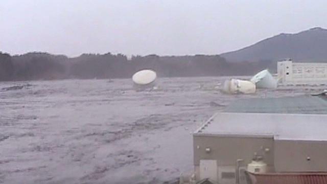 Japan tsunami debris hits U.S.