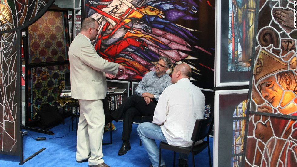 Exhibitors take a moment to discuss sales, and possibly higher matters, at the 2011 SacroExpo.