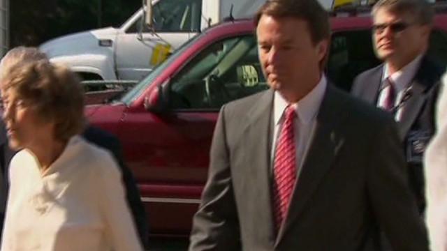 John Edwards' jury coordinates outfits