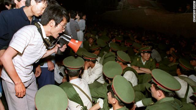 Photog on Tiananmen Square tank standoff