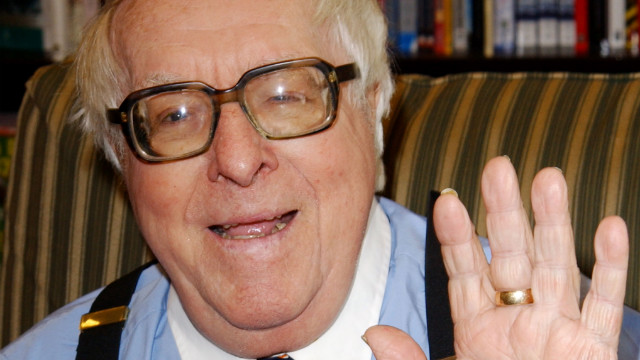 Not surprisingly, the Twitterverse is alive with those admiring Ray Bradbury ans his work.