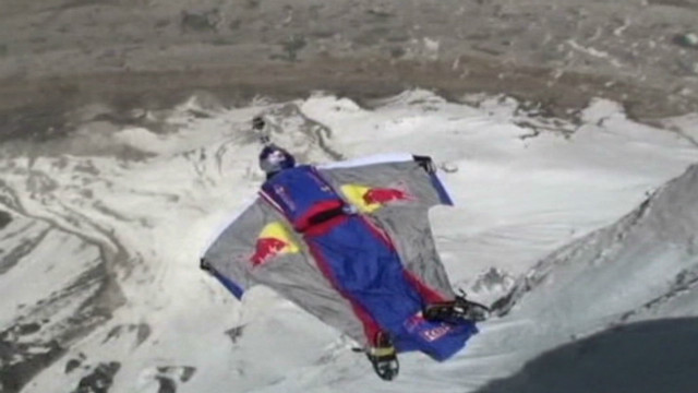 Russian base jumps from 6,420 meters