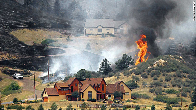Struggling to contain Colorado wildfire