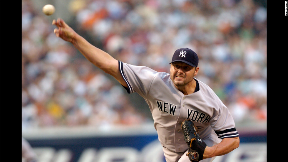 Clemens pitches for the New York Yankees against the Baltimore Orioles in 2007.