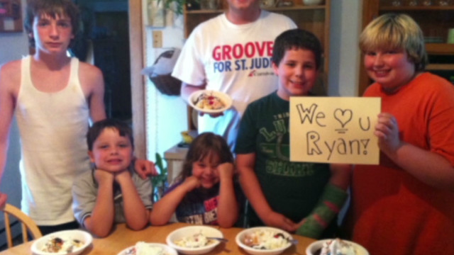 evexp banana split party for dying boy_00012102