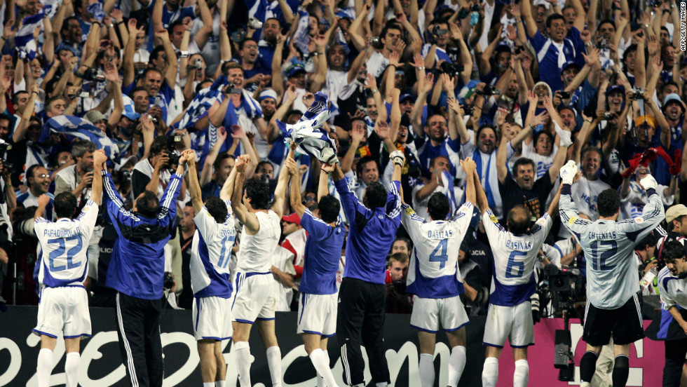 Greece's triumphant Euro 2004 squad parade the trophy in front of their adoring fans.