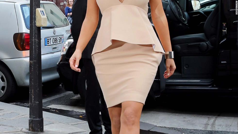 Kim Kardashian strolls around Paris.
