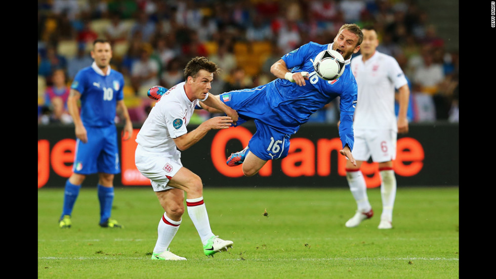 Daniele De Rossi of Italy and Scott Parker of England compete in Sunday's quarterfinal match.