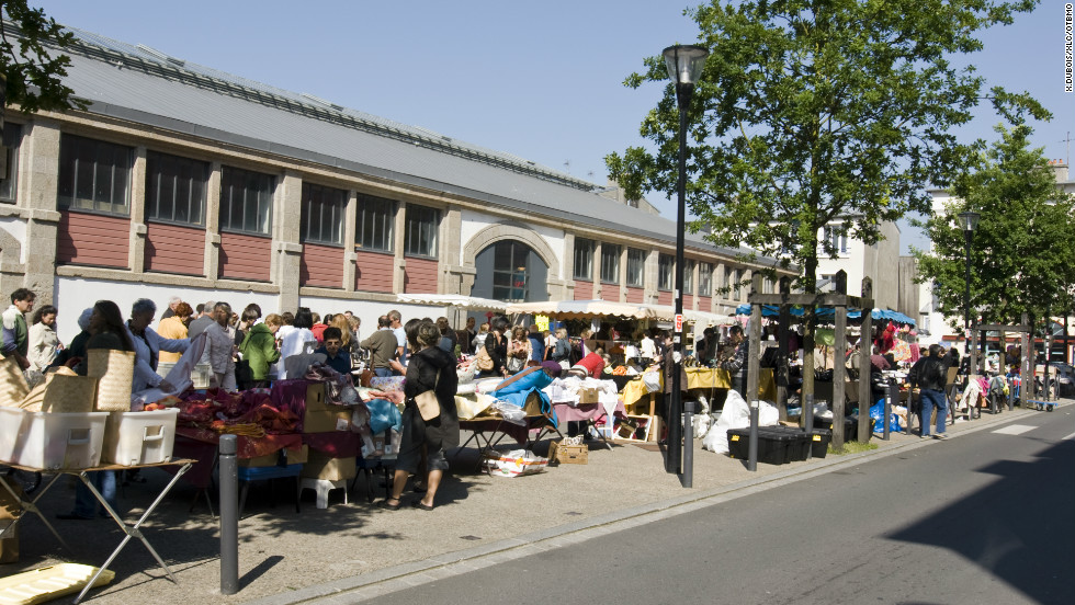 All across the city there are open-air markets selling fruit, vegetables and flowers. For those who like bargain-hunting there are also regular flea markets.