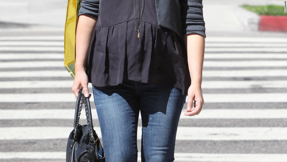 Sarah Michelle Gellar goes shopping in Brentwood.