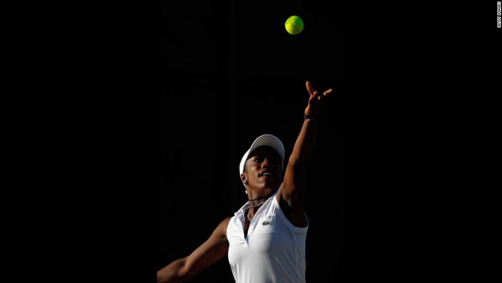 Sachia Vickery of the United States serves during her tirst-round girls' singles match against Ilka Csoregi of Romania on Saturday.