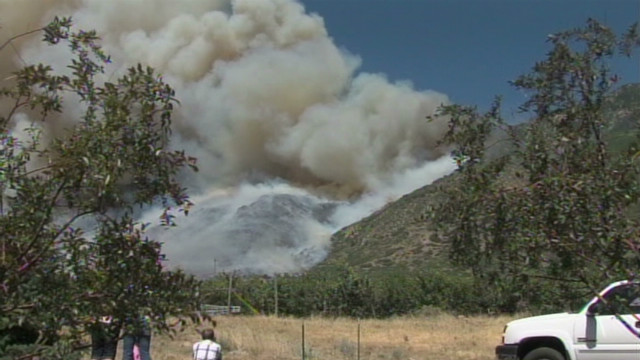 Wildfire threatens homes in Utah