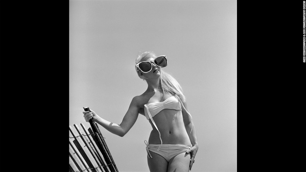 Model June Pickney sports a bikini in 1960.