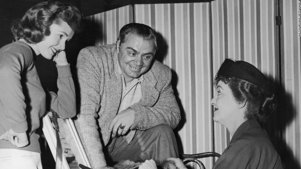 """Debbie Reynolds, left, and Borgnine chat with Bette Davis on the set of the 1956 Richard Brooks' film """"'The Catered Affair."""""""