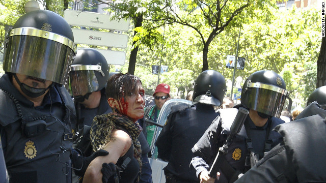 Police fire rubber bullets at protesters