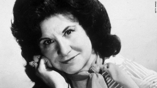 Kitty Wells died on Monday due to complications from a stroke, CNN has confirmed. She was 92.