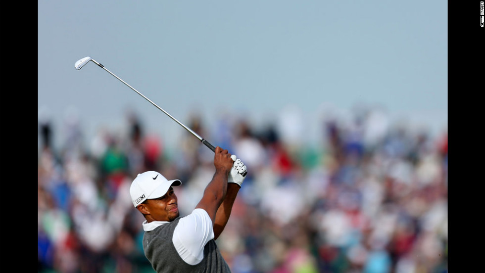 Tiger Woods hits his tee shot on the 17th hole on Saturday.