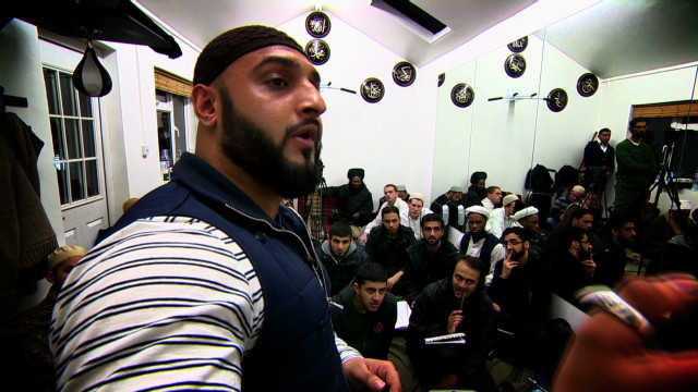 Cagefight program attracts UK officials