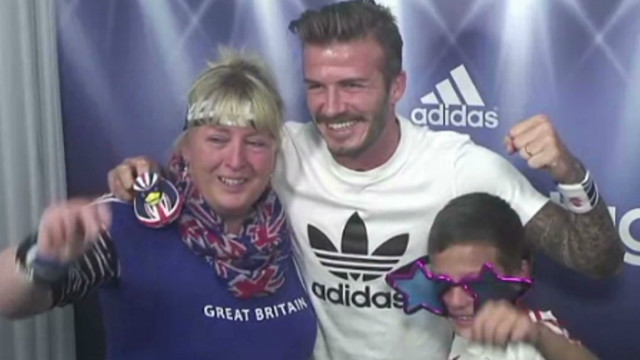 Beckham surprises fans at photo booth