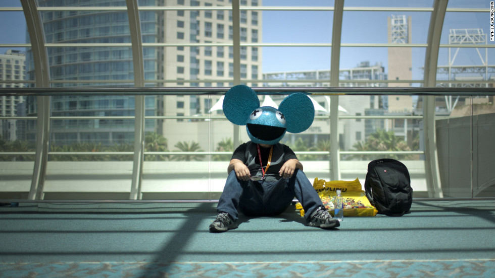 Could that really be DJ Deadmau5 taking a breather at Comic-Con?