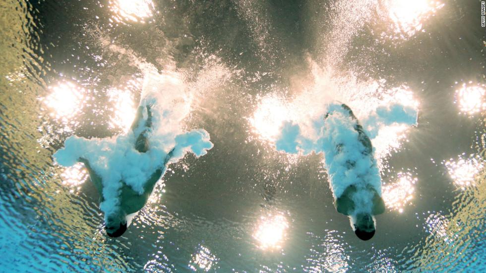 Ivan Garcia Navarro and German Sanchez Sanchez of Mexico plummet into the water in the men's synchronized 10-meter platform diving competition Monday.