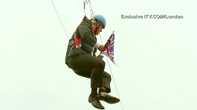 London mayor gets stuck on zip line