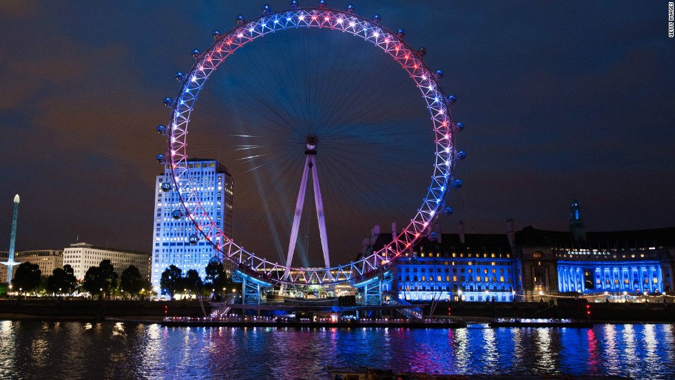 The importance of social media was stressed before the Games had even begun through the inventive use of the London Eye. Lighting placed around the giant wheel was connected to Twitter, with the lights changing color to reflect the mood of tweets relating to the Olympics.