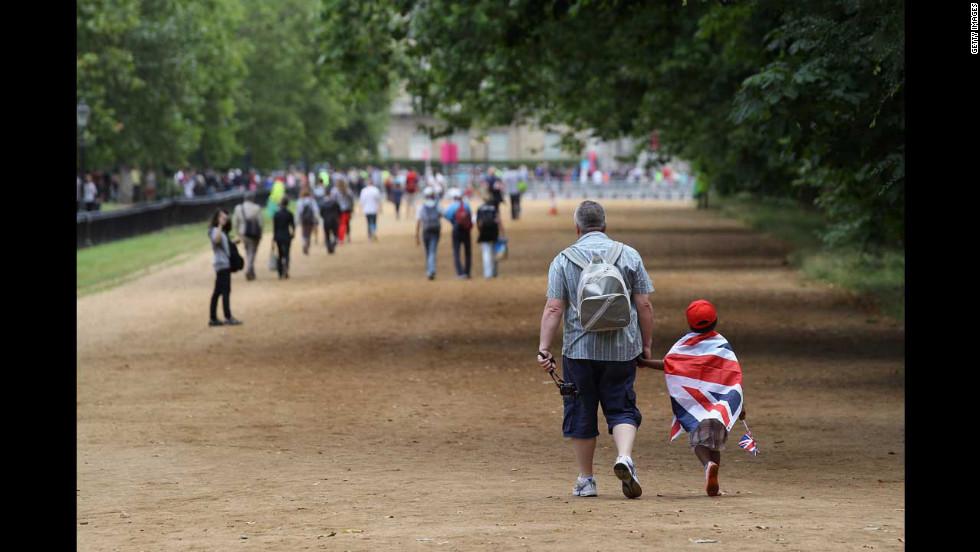 Spectators leave Hyde Park after the women's triathlon event.