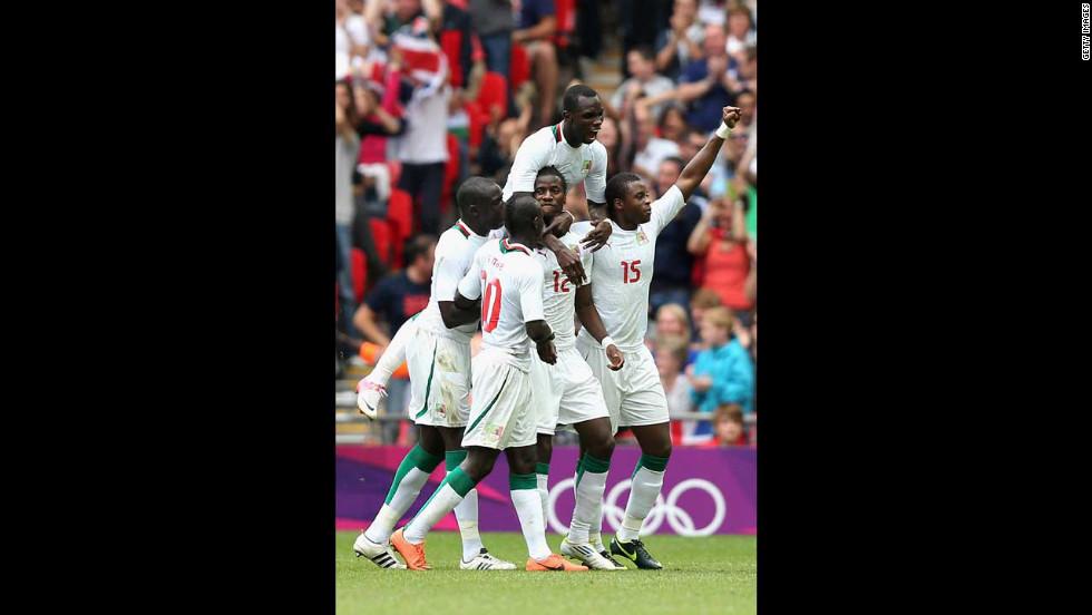 Senegal celebrates after Ibrahima Balde scored a goal during the men's football quarterfinal match against Mexico.